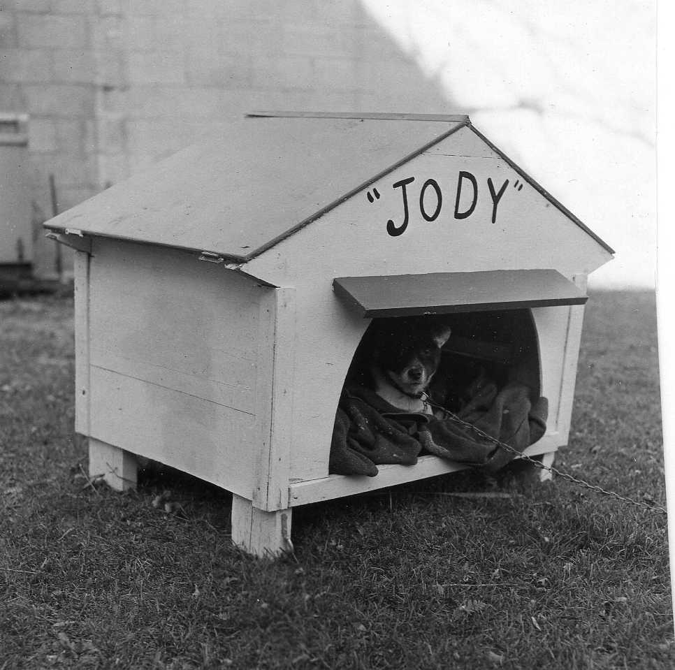 Jody Emerson in his inmate-constructed doghouse